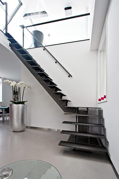 Metalen trap met openboom constructie opdrachten in beeld paardekooper design interieur - Metalen trap ...