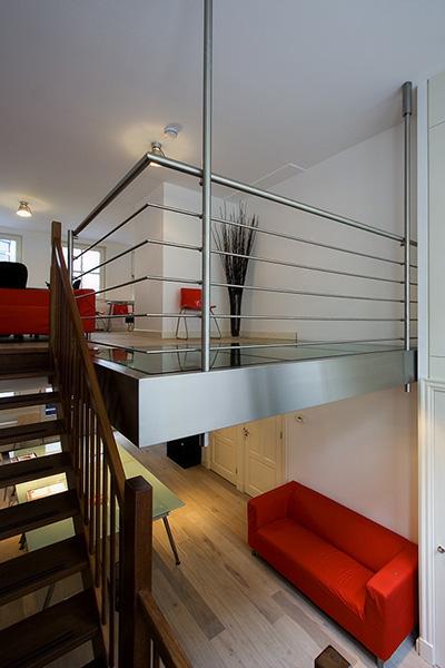 Rvs entresol met glas in vide opdrachten in beeld for Trap eisen